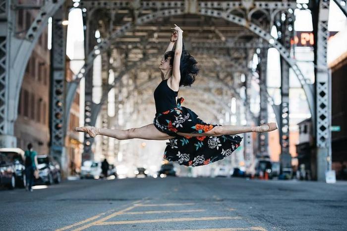 Уличные портреты балерин от Melika Dez