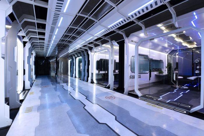Футуристический тренировочный центр киберспортсменов команды OMG