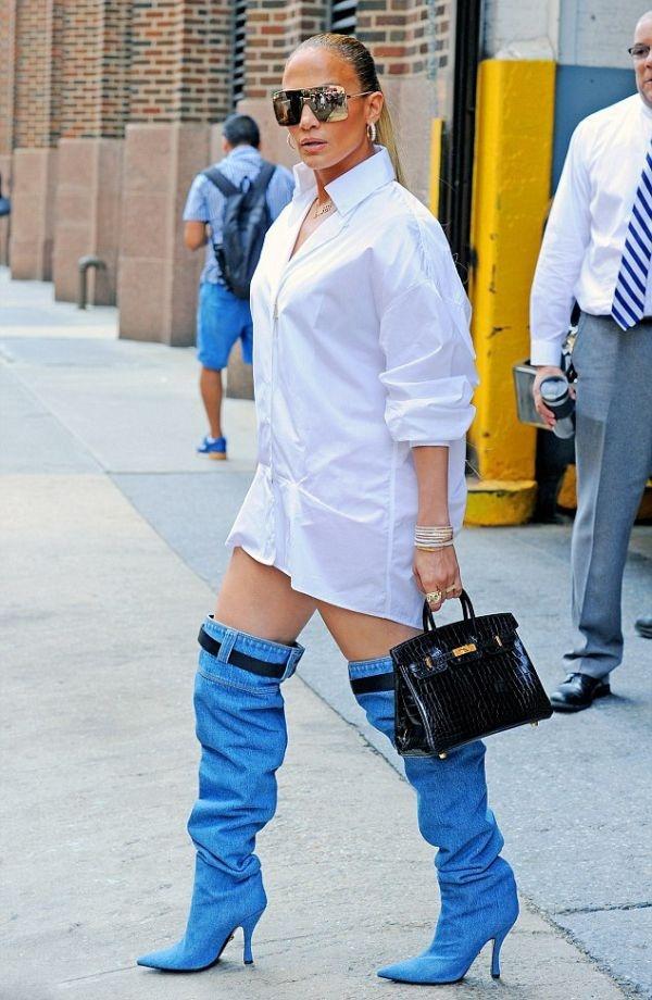 Дженнифер Лопес в необычной обуви
