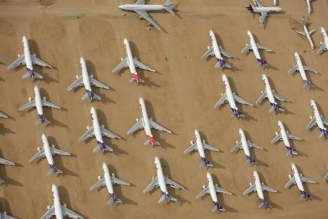 Кладбище автомобилей и самолетов в калифорнийской пустыне