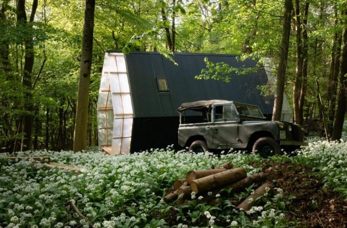 Небольшой домик в британском лесу