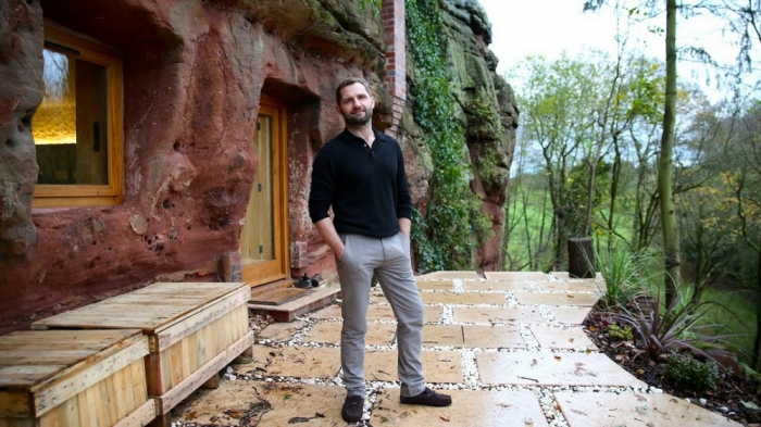 Британец приобрел 700-летнюю пещеру и превратил ее в стильные апартаменты