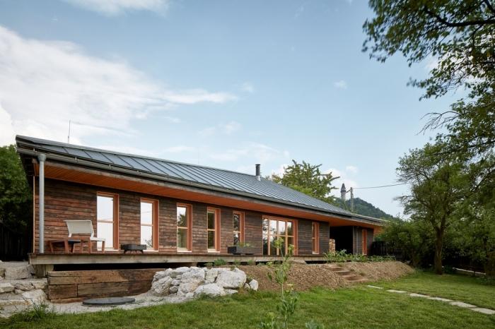 Деревянный «дом Каштан» в Чехии