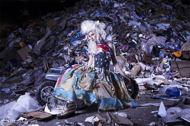Одежда из мусора, собранного в Тихом океане