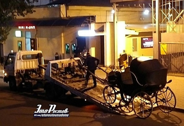 Эвакуатор вывез из центра Ростова-на-Дону настоящую карету