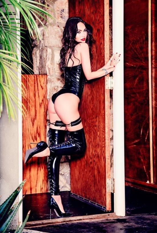 Меган Фокс показала свою коллекцию нижнего белья