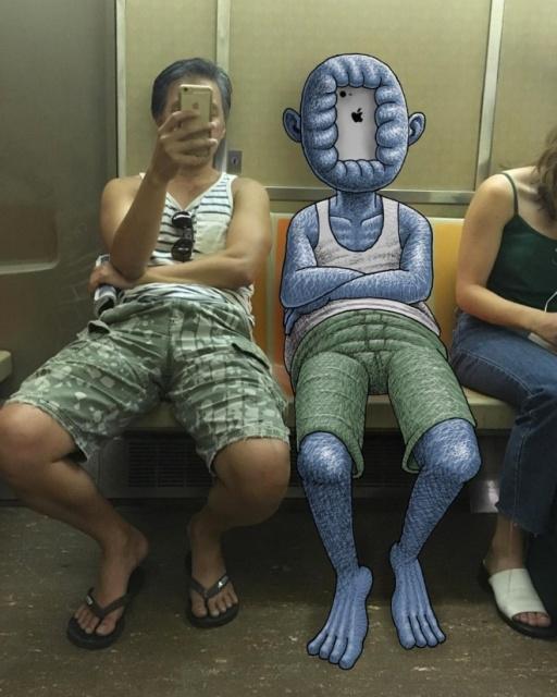 Забавные монстры, преследующие людей в метро