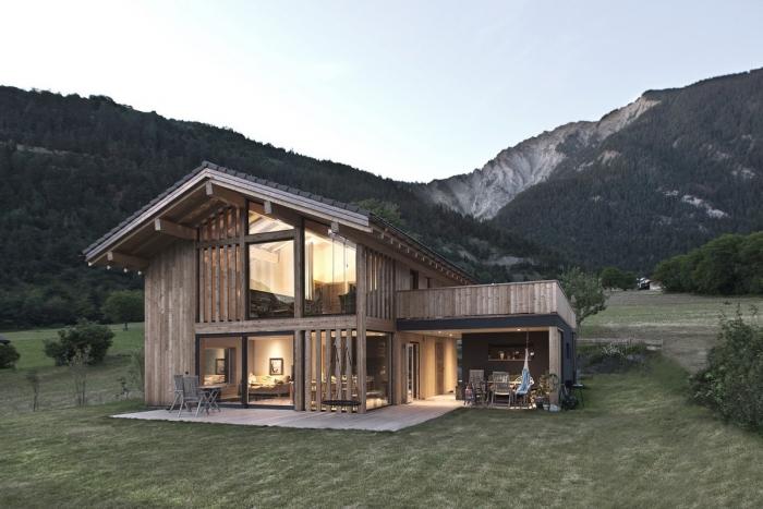 Шале с видом на горы в Швейцарии