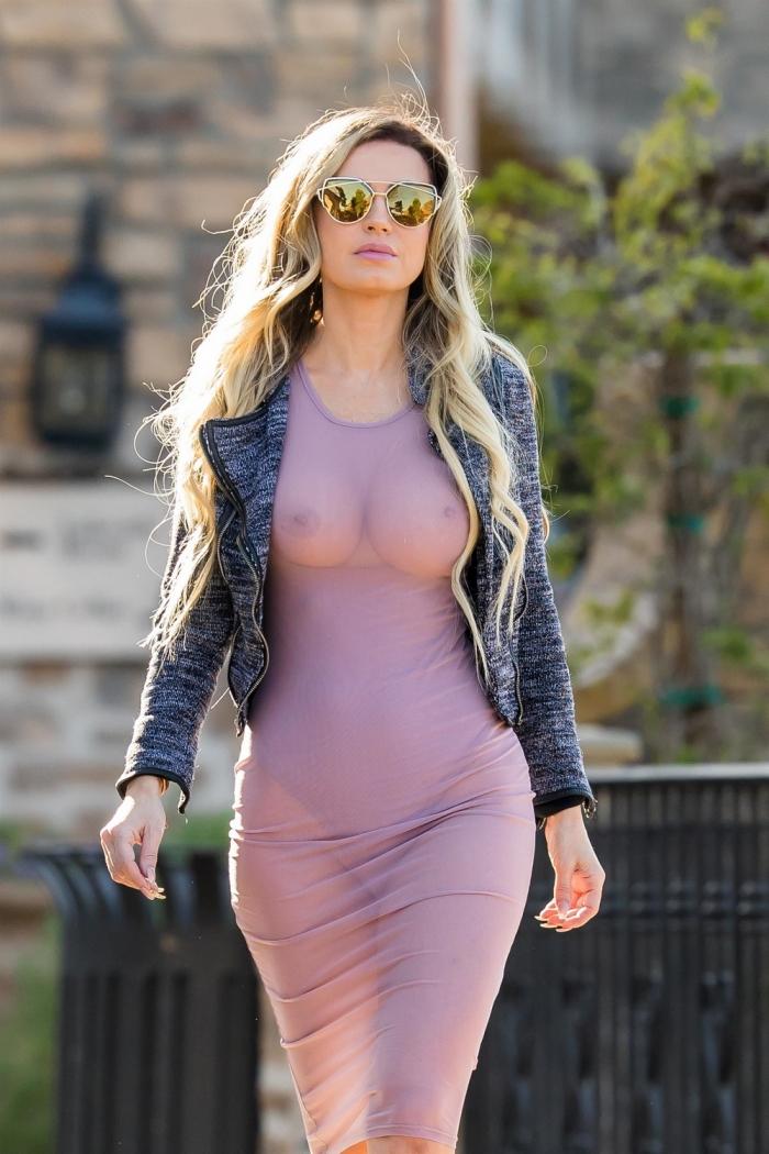 Ана Брага в просвечивающем платье
