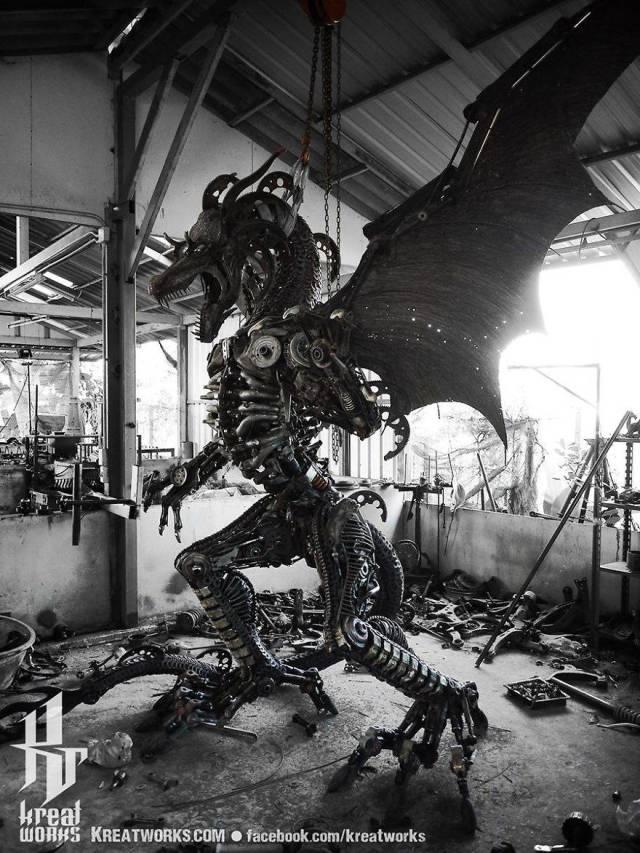 Стимпанк-скульптуры из деталей машин и мотоциклов