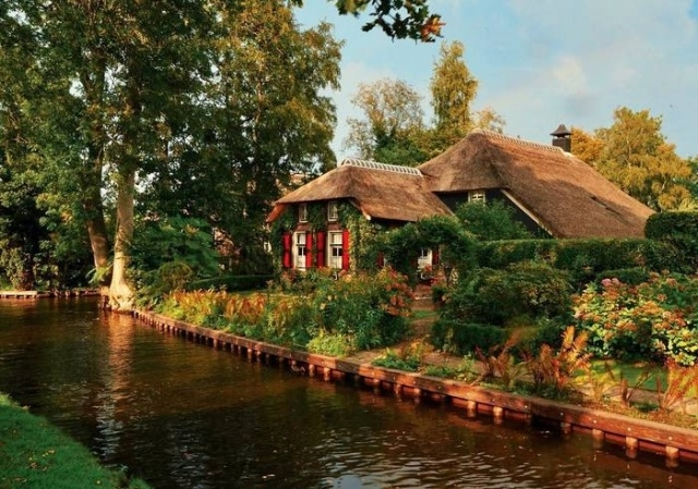 Гитхорн - деревня в Нидерландах, в которой нет дорог