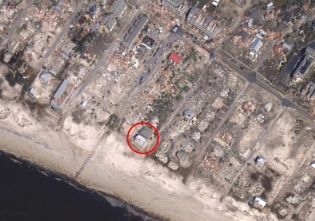 """""""Песчаный дворец"""", который устоял во время урагана """"Майкл"""""""