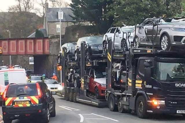 """Шотландский аналог """"моста глупости"""" в миг превратил несколько Ranger Rover в кабриолеты"""