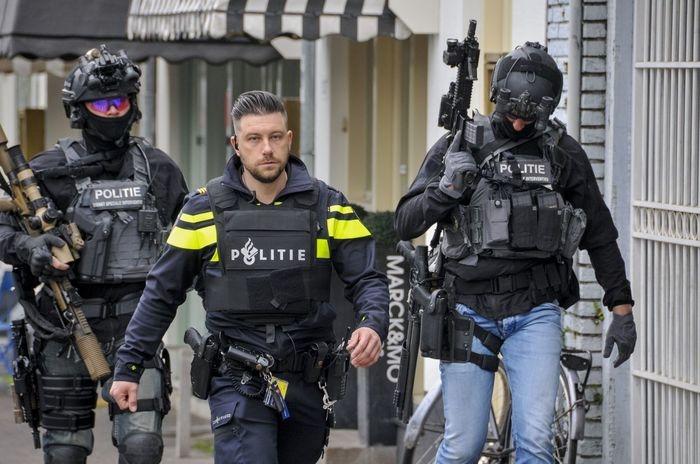 Модные сотрудники голландского спецподразделения DSI