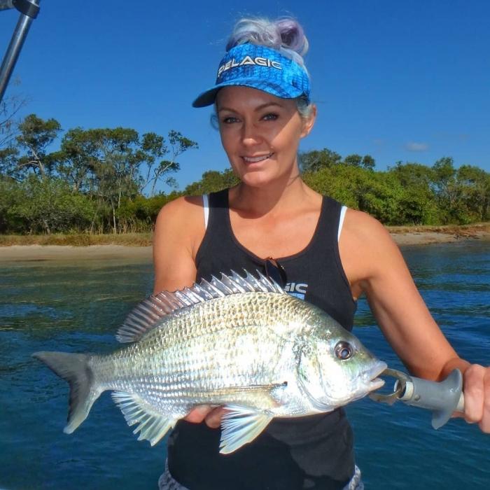 Привлекательная австралийская рыбачка