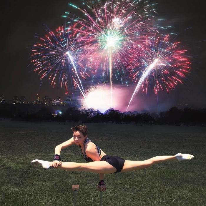 19-летняя американка удивляет гибкостью тела