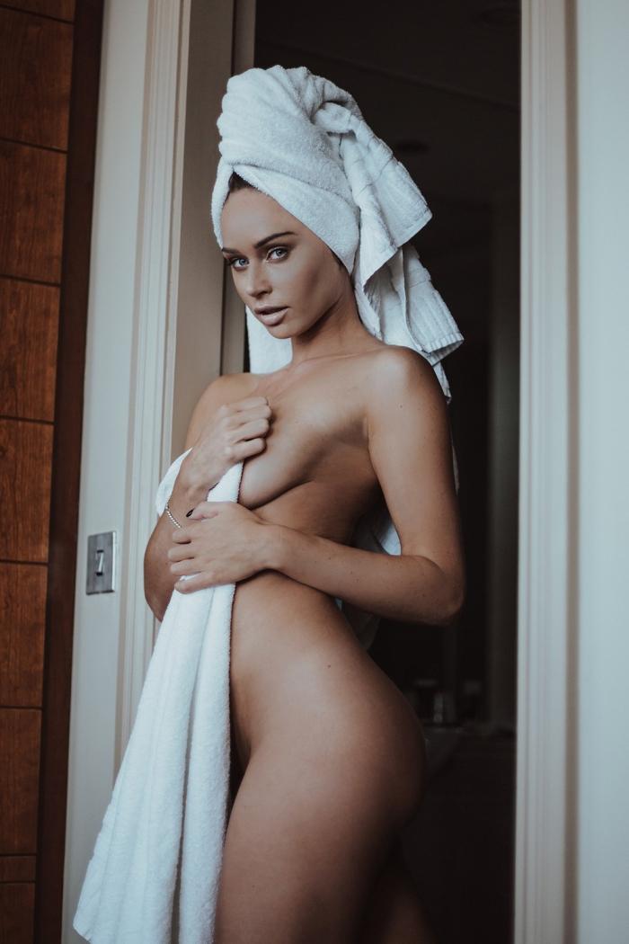 Горячие девушки в полотенцах