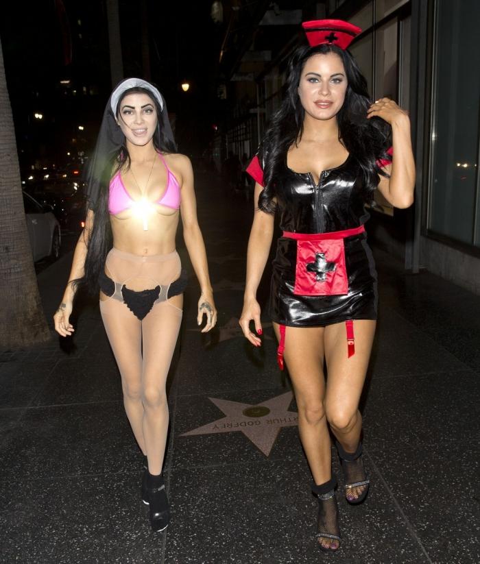 Карла и Мелисса Хоу в сексуальных нарядах