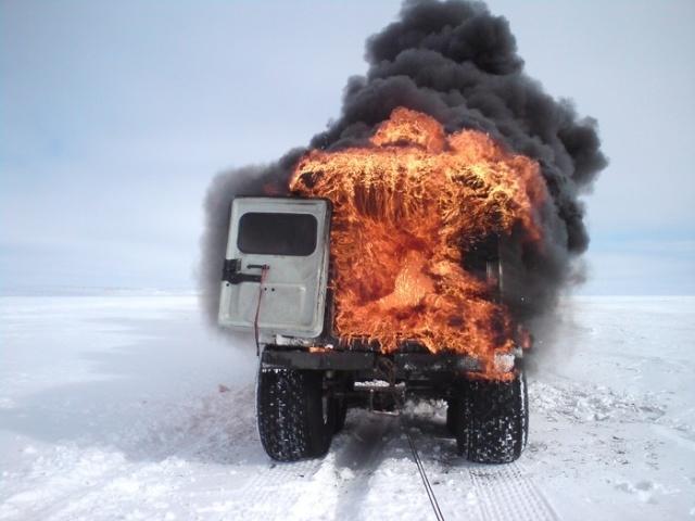 Вездеход ТРЭКОЛ сгорел дотла