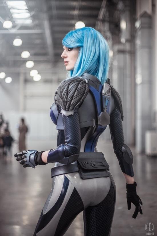 Косплейщица Алиса Шпигель (mightyRaccoon) в образе Nyx из Quake Champions