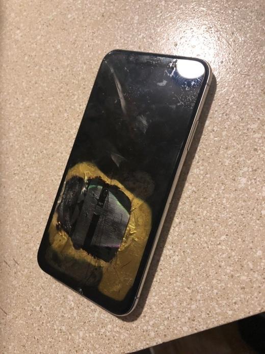 iPhone X загорелся во время обновления до iOS 12.1