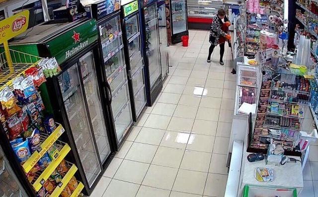 Когда суровая уборщица вымыла пол в магазине под Нижним Новгородом