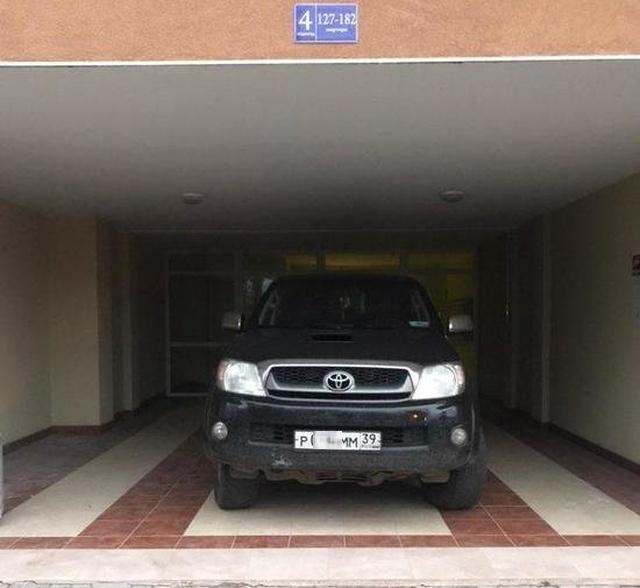 Персональный гараж из обычного подъезда жилого дома