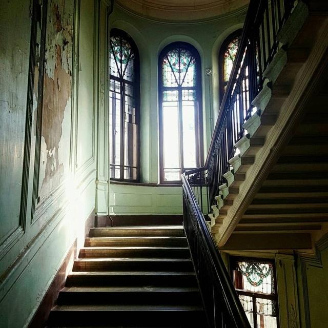 Студент из Санкт-Петербурга восстановил подъезд в историческом здании