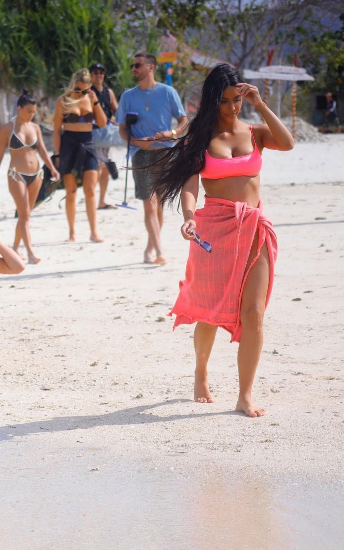 Ким Кардашян в бикини