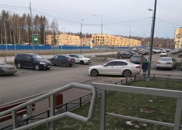 Уровень парковки - царь на BMW