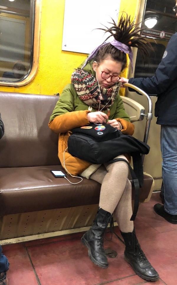 фотографии прикольно одетых людей в метро зависимости образа, который
