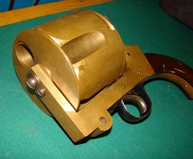 Необычный револьвер внушительных размеров