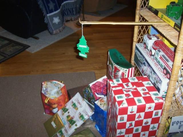 Креативные способы защиты новогодних украшений от домашних питомцев
