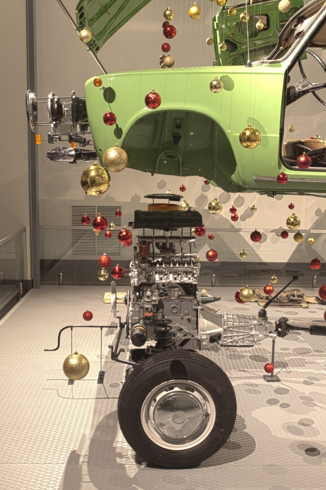 Необычная новогодняя ёлка из ВАЗ-2101