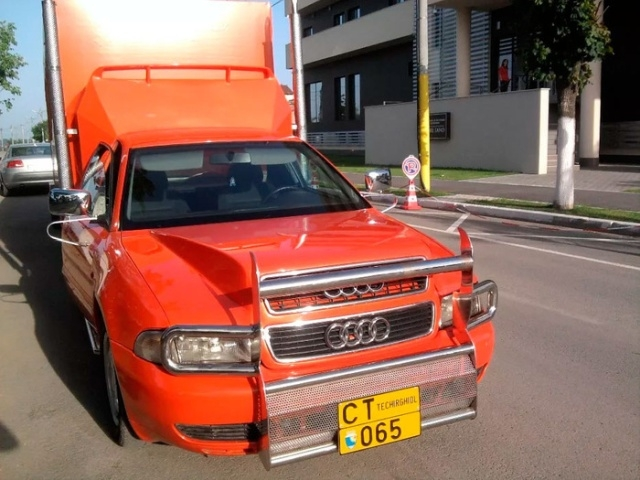 Необычный шестиколесный Audi с седельно-сцепным устройством