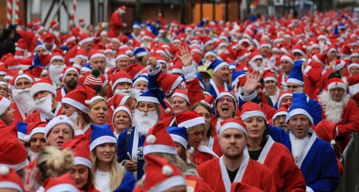 Ежегодные забеги Дедов Морозов и Санта-Клаусов