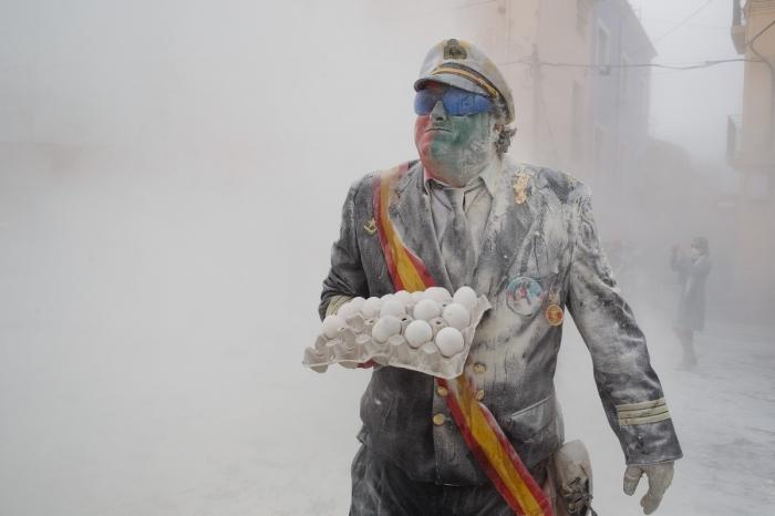 Ежегодная битва яйцами и мукой в Испании