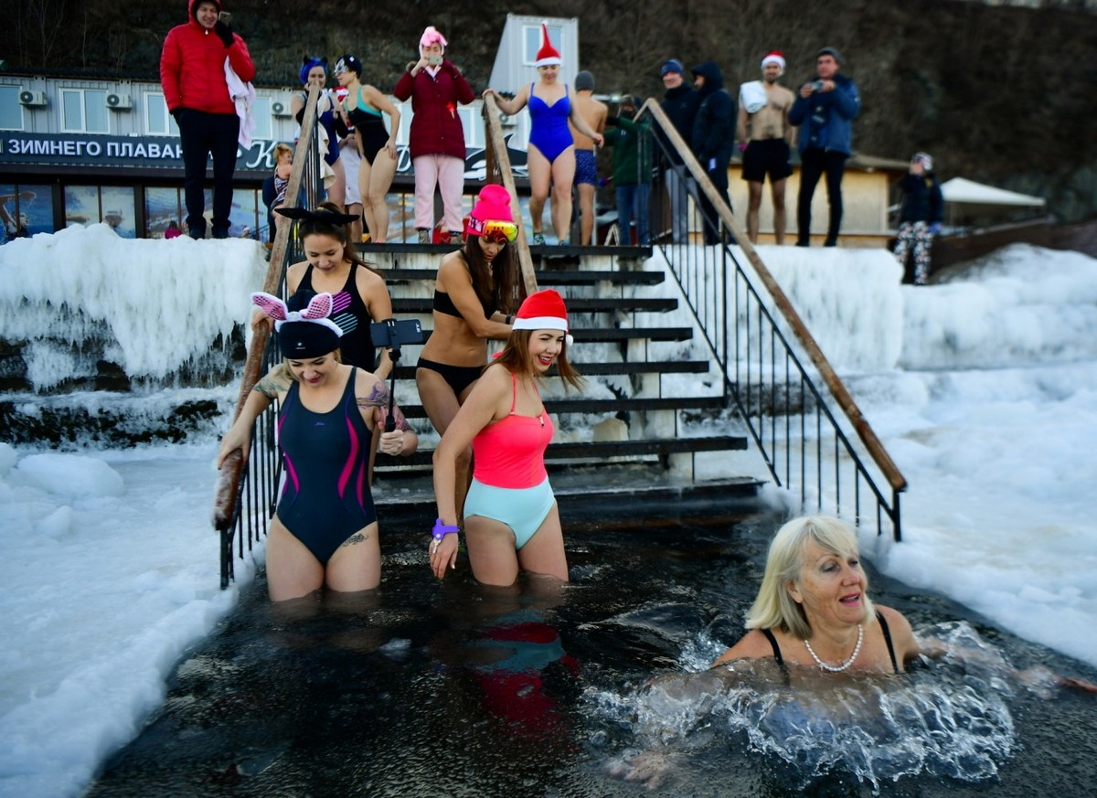 зимние купания фото упоминались амулеты, сплетенные