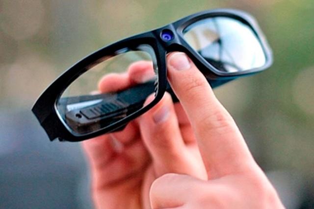 Купил очки со встроенной камерой, а теперь заплатит штраф