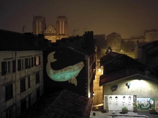 Необычное граффити в Байонне