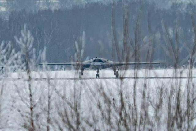 Первые фотографии российского тяжелого ударного беспилотного летательного а ...