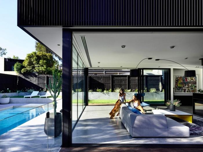 Стильный черный дом в пригороде Мельбурна