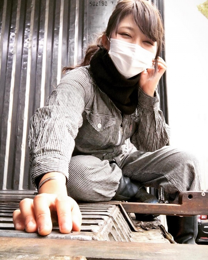 Как вы думаете, кем работает эта девушка из Японии?