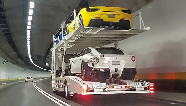 20-летний парень заснул за рулем, а проснулся, когда уже протаранил 4 спорткара Ferrari