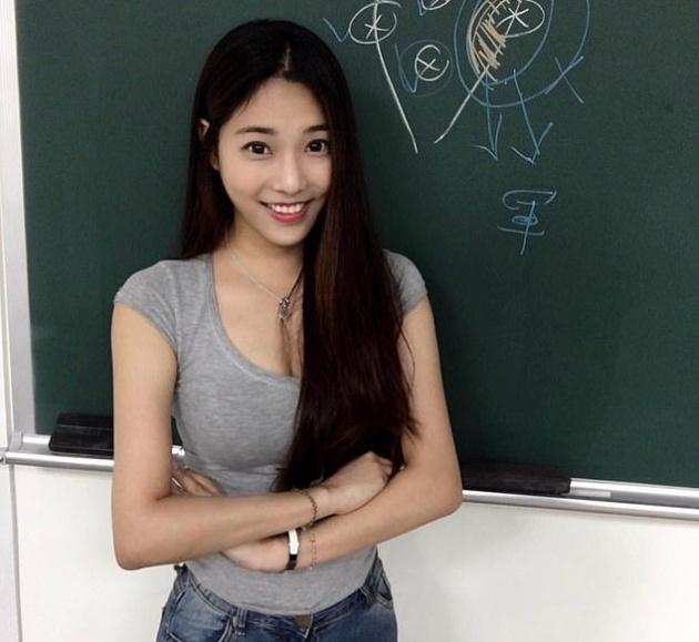 """Чэн Цзя-вэнь - """"самая горячая учительница"""" на Тайване"""
