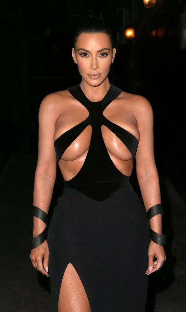 Ким Кардашьян удивила Голливуд своим откровенным платьем