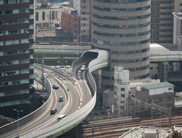 Необычное строение Gate Tower в Японии