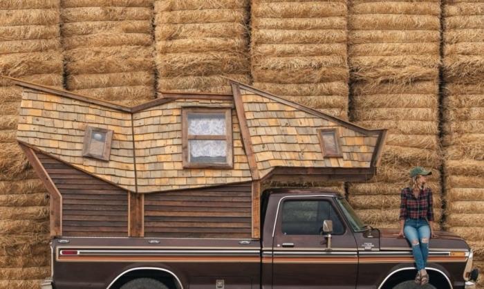 Американец переделал свой пикап в оригинальный дом на колесах
