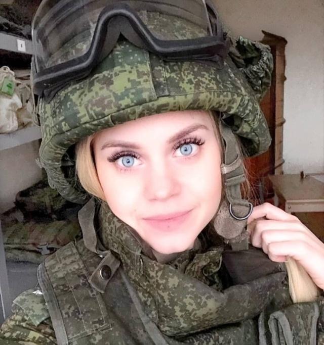 Красивые русские девушки в форме