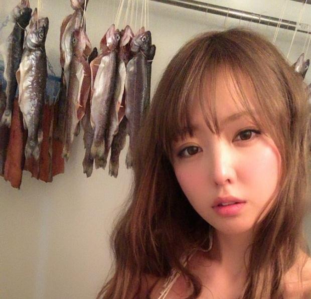 Странная фотосессия японской модели Шихоми Ёсино